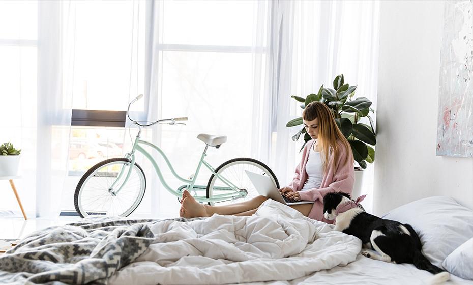 Privacy in huis met mooie vitrage gordijnen